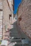 Calle y edificios de Assisi, Italia fotografía de archivo libre de regalías