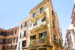 Calle y edificios viejos en el centro de ciudad histórico de Palma Mallorca, España 30 06 2017 Imágenes de archivo libres de regalías