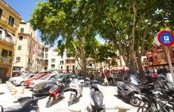 Calle y edificios viejos en el centro de ciudad histórico de Palma Mallorca, España 30 06 2017 Fotografía de archivo libre de regalías