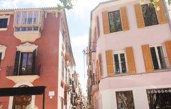 Calle y edificios viejos en el centro de ciudad histórico de Palma Mallorca, España 30 06 2017 Imagenes de archivo