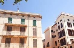 Calle y edificios viejos en el centro de ciudad histórico de Palma Mallorca, España 30 06 2017 Fotografía de archivo
