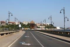 Calle y molino de viento Nessebar Imagen de archivo