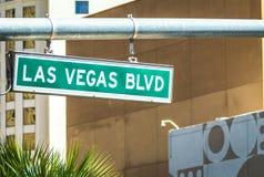 Calle y se?al de tr?fico del bulevar de Las Vegas Blvd fotografía de archivo