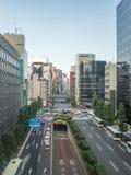 Calle y tráfico en Tokio, Japón Ginza inminente fotografía de archivo