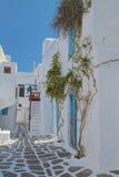 Callejón de la calle trasera de la ciudad de Mykonos Foto de archivo libre de regalías