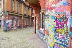Callejón de la escala del arte de la pared de ladrillo de la pintada en Alemania Foto de archivo libre de regalías