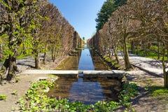 Callejón de la primavera en el parque de Gdansk Oliwa Fotos de archivo libres de regalías