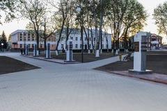 Callejón dedicado a los héroes de la guerra mundial 2, en la región de Gomel de la República de Belarús Imagen de archivo