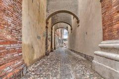 Callejón en ciudad vieja italiana Imágenes de archivo libres de regalías