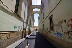 Callejón en Cluj, Rumania Fotos de archivo libres de regalías