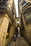 Callejón estrecho, Barcelona Foto de archivo