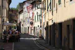 Callejón estrecho en el centro de ciudad del municipio de Lastra un Signa Foto de archivo