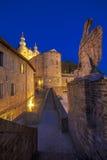 Callejón estrecho en el centro de la ciudad de Urbino Foto de archivo libre de regalías