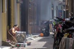 Callejón estrecho en Ho Chi Minh Fotos de archivo libres de regalías