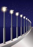 Callejón estrellado de postes de la luz pilota de mar de la noche del cielo Imagen de archivo