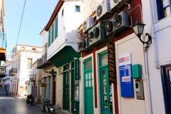 Callejón griego - isla de Aegina, Grecia Fotos de archivo libres de regalías