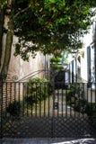 Callejón histórico de la calle de la reina en Charleston, SC Foto de archivo libre de regalías