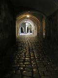Callejón oscuro en el monasterio de Armenien Imágenes de archivo libres de regalías