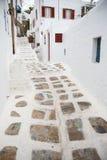Callejón tradicional en la ciudad de Mykonos, Grecia Fotos de archivo
