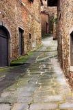 Callejón viejo en Toscana Imágenes de archivo libres de regalías