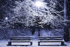 Callejón del invierno en la noche Imagen de archivo