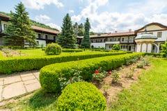 Callejones del monasterio de Skolin en Bulgaria foto de archivo