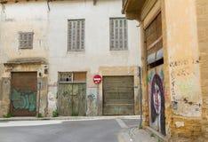 Callejones escénicos en el viejo centro de ciudad de Nicosia Fotos de archivo