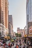 Calles apretadas de New York City imagen de archivo