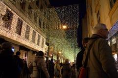 Calles apretadas de Viena en las Navidades foto de archivo libre de regalías