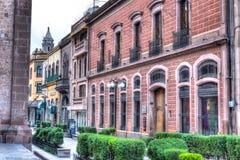 Calles céntricas de San Luis Potosi en la salida del sol foto de archivo