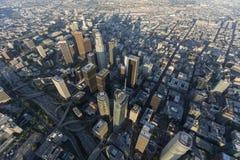 Calles céntricas y torres de Los Ángeles aéreas Imágenes de archivo libres de regalías