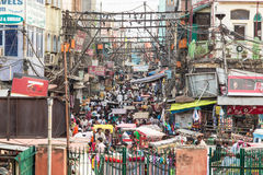Calles caóticas de Delhi vieja en la India Foto de archivo libre de regalías