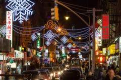 Calles coloridas de la noche de Chinatown New York City en Noche Vieja Fotos de archivo libres de regalías
