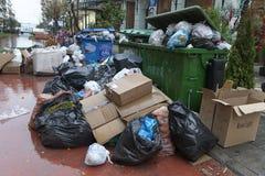 Calles con basura foto de archivo libre de regalías