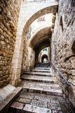 Calles cuartas judías en la ciudad vieja de Jerusalén. Fotografía de archivo libre de regalías