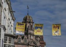 Calles de Brighton, Inglaterra - los cielos azules Fotografía de archivo libre de regalías