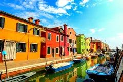 Calles de Burano, Italia fotografía de archivo