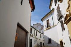 Calles de Córdoba en un día soleado Imágenes de archivo libres de regalías