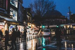 Calles de Estambul cerca del bazar magnífico imágenes de archivo libres de regalías