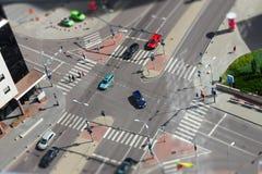 Calles de la ciudad con los coches y el tráfico Fotos de archivo libres de regalías