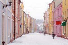 Calles de la ciudad de Gniew en paisaje del invierno Imagen de archivo libre de regalías