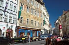 Calles de la ciudad vieja Praga Foto de archivo libre de regalías