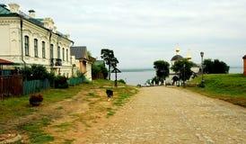 Calles de la pequeña ciudad de Sviyazhsk, Rusia Imagen de archivo