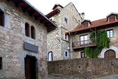 Calles de la piedra de la aldea del valle de Hecho en Pyrenees Fotos de archivo libres de regalías