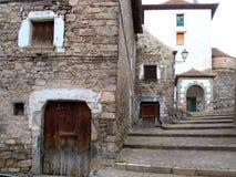 Calles de la piedra de la aldea del valle de Hecho en Pyrenees Fotografía de archivo libre de regalías