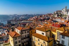 Calles de las opiniones de Oporto fotos de archivo