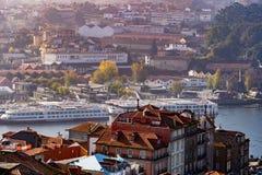 Calles de las opiniones de Oporto imagen de archivo