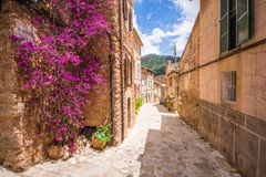 Calles de los beautifuls de Valldemossa fotos de archivo