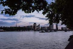 Calles de paisajes ocultados Londres imagenes de archivo