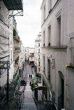 Calles de París en la lluvia Foto de archivo libre de regalías